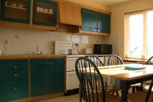 A kitchen or kitchenette at Atlantic View