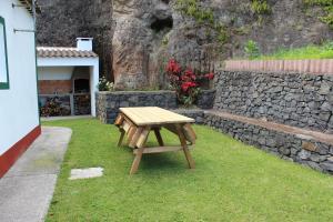 Um jardim no exterior de Casa da Avó - Turismo Rural
