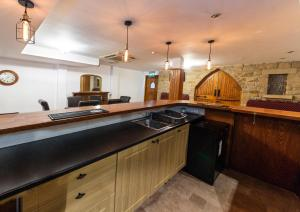 A kitchen or kitchenette at The Chill Inn