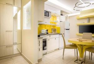 A kitchen or kitchenette at Acropolis Suites - Where else in Athens?