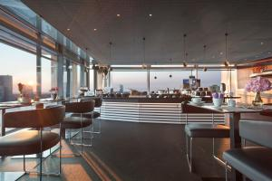 A restaurant or other place to eat at INNSiDE by Meliá Frankfurt Eurotheum