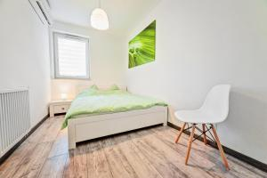 A bed or beds in a room at Good Time Apartments Strzelecka III