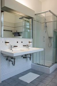 A bathroom at Philosophenvilla