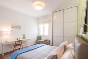 A bed or beds in a room at Stunning Acropolis View in Plaka
