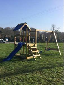 Aire de jeux pour enfants de l'établissement Les Logis de l'Estuaire