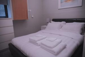 A bed or beds in a room at Townhouse on the Spital