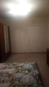 Кровать или кровати в номере Apartment on 7 mkr