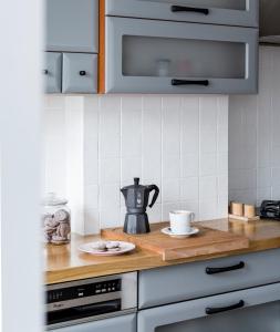 A kitchen or kitchenette at Apartament nad Cukiernią
