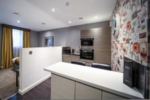 A kitchen or kitchenette at EPIC Apart Hotel - Seel Street