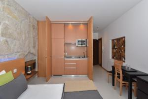 A kitchen or kitchenette at Reis de Gaia