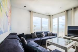 A seating area at Luxury Beach Penthouse