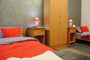"A bed or beds in a room at Apartman ""Bulevar 377"""