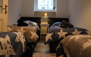 A bed or beds in a room at Berlin City Center Kreuzberg TOP Location