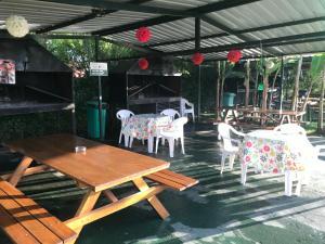 Un restaurante o sitio para comer en Armonía Aparts