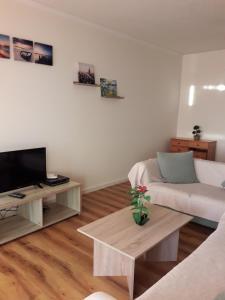 Кровать или кровати в номере Andrea's 3 bdr. Sea View Apartment