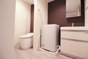 A bathroom at M-1 Tokyo Minamikamata