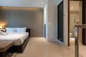 A bed or beds in a room at Emerald Terrace By Rents In Phuket