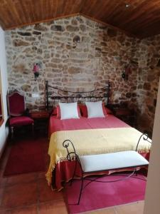 A bed or beds in a room at Casa Ruso