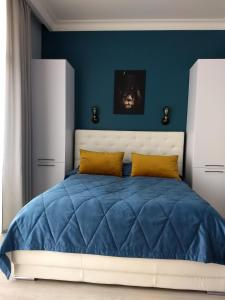 Кровать или кровати в номере Raushen Elegance Apartments