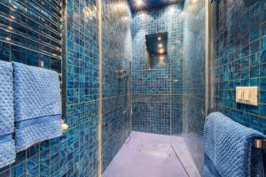 A bathroom at Luxury Apartment - Boccaccio Blue