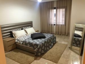 A bed or beds in a room at Taj nouaceur aéroport Mohamed V