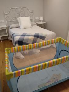 A bed or beds in a room at Apt Moderno céntrico y soleado