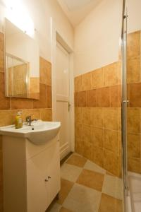 A bathroom at Riverside City