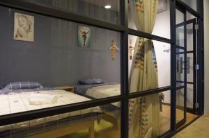A bed or beds in a room at Rustic Loft @ Kota Laksamana Malacca Near Jonker 1-8Pax