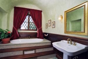 A bathroom at Zámek Jemniště