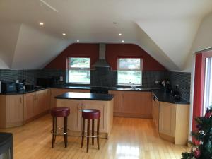 A kitchen or kitchenette at Doolin View Lodge