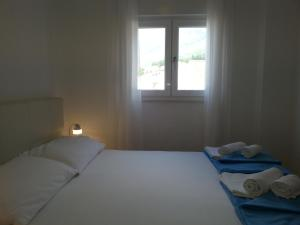 A bed or beds in a room at Apartments Grozdana