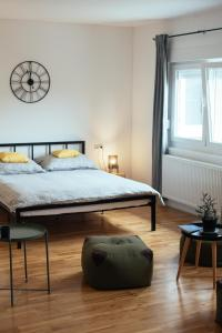 A bed or beds in a room at Apartman Beko