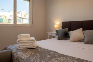 A bed or beds in a room at Penthouse with terrace in Guindalera