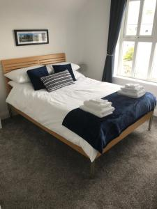 A bed or beds in a room at Bush View Apartment