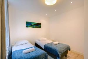 A bed or beds in a room at Luxurious Canalview Apartment NO.1 IN CITY CENTRE