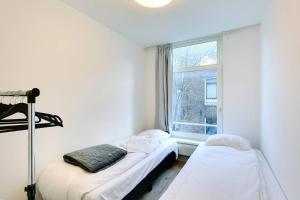 Ein Bett oder Betten in einem Zimmer der Unterkunft Luxurious Canalview Apt NO.3 CITY CENTRE