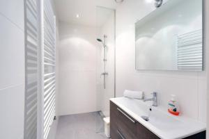 Ein Badezimmer in der Unterkunft Luxurious Canalview Apt NO.3 CITY CENTRE