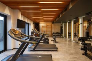 The fitness center and/or fitness facilities at Garden Lane