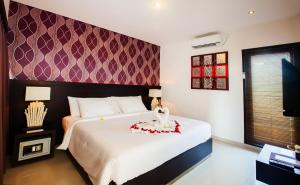 A bed or beds in a room at Noah Villa and Chapel