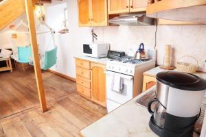 Una cocina o zona de cocina en Nice and cozy, wooden apartment in center of Cusco