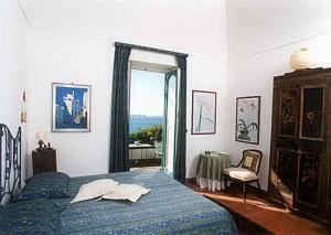 A bed or beds in a room at Positano Villa Sleeps 4 Air Con WiFi