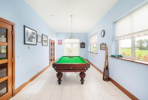 A pool table at Modern 5BR Country Manor