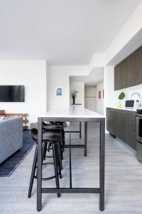 A kitchen or kitchenette at The Guild Downtown   X Miami