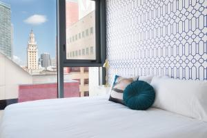 A bed or beds in a room at The Guild Downtown   X Miami
