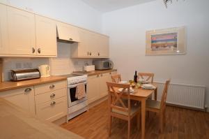 A kitchen or kitchenette at Myrtlebank Villa