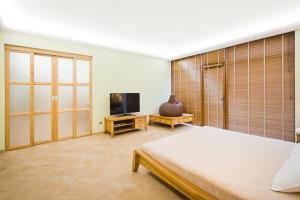 Телевизор и/или развлекательный центр в Art Hotel KOKTEBEL APARTMENTS