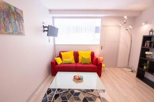 A seating area at Luckey Homes - Rue Saint-Fargeau