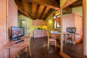 Ternate Apartment Sleeps 2 Air Con TV 또는 엔터테인먼트 센터