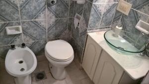 Un baño de DEPARTAMENTO TURISTICO BARILOCHE CENTRO