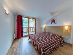 Ένα ή περισσότερα κρεβάτια σε δωμάτιο στο Mona Lisa Les Chalets du Bois Méan